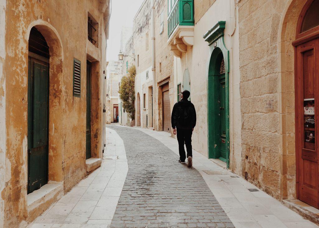 Tudo o que você precisa saber para estudar e trabalhar em Malta - Photo by Micaela Parente