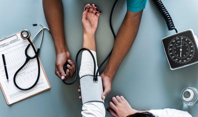 Por que contratar um seguro saúde ou seguro governamental